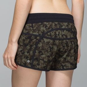 Lululemon Tracker III Short Mystic Jungle Green